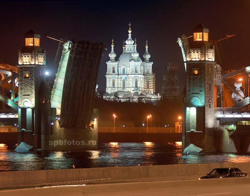 Разводка Большеохтинского моста
