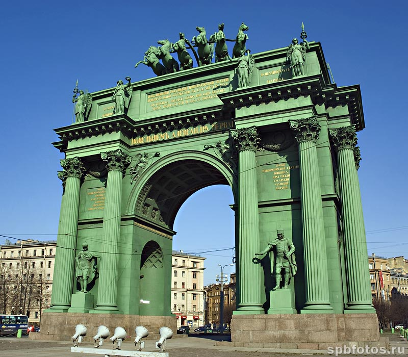 Нарвские триумфальные ворота. Фото Петербурга